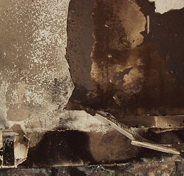 800px-Fire-damaged_wall